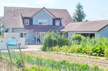 Kombination aus Sattelgaube und Schleppgaube an einem Einfamilienhaus in Freiburg Munzingen