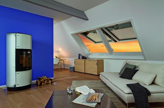 gem tlicher wohnraum mit rotocomfort i8 dachfl chenfenster sonnenschutz und automatischem. Black Bedroom Furniture Sets. Home Design Ideas