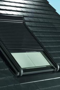 Außenrollladen für Wohndachfenster von Roto