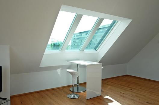 Panorama Dachfenster arbeitsplatz mit roto panorama-dachfenster azuro | wohndachfenster