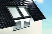Roto Dachfenster Kombination mit Fassadenanschlussfenstern
