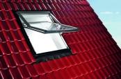 Roto Designo R7 Hoch-Schwingfenster geöffnet