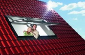 Mit dem Hoch-Schwingfenster Designo R7 von Roto genießen Sie schöne Aussichten in aufrechter Haltung.