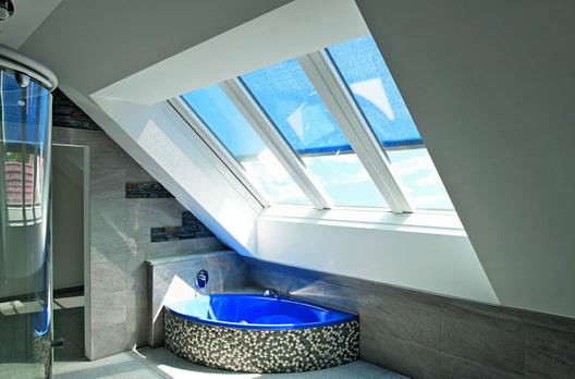 Panorama Dachfenster badezimmer mit roto panorama-dachfenster azuro | wohndachfenster