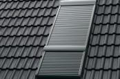 VELUX INTEGRA Elektro-Rollläden für Dachfenster-Kombinationen mit Zusatzelement, wie z.B. Lichtband.