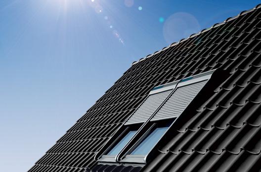 Kombieinbau mit VELUX INTEGRA Solar-Rollläden SSL.