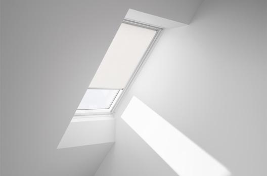 velux manuelles sichtschutz rollo rfl farbe 4000 rustik wohndachfenster dachgauben. Black Bedroom Furniture Sets. Home Design Ideas