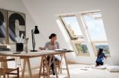 """Arbeitszimmer mit Systemlösung VELUX """"QUARTETT"""" in Holz, bestehend aus 2 Klapp-Schwing-Fenstern mit Zusatzelement"""